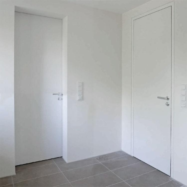 Einbausituationen: Zimmertür stumpf wandbündig. hier bilden Tür, Ramen und Wand auf einer Seite eine Ebene