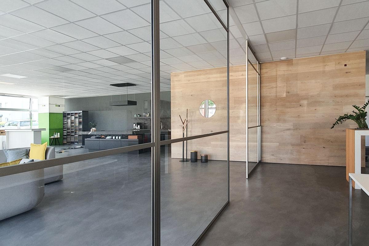 Trennwandsystem mit Zierleisten in unserer Ausstellung in Ettlingen.